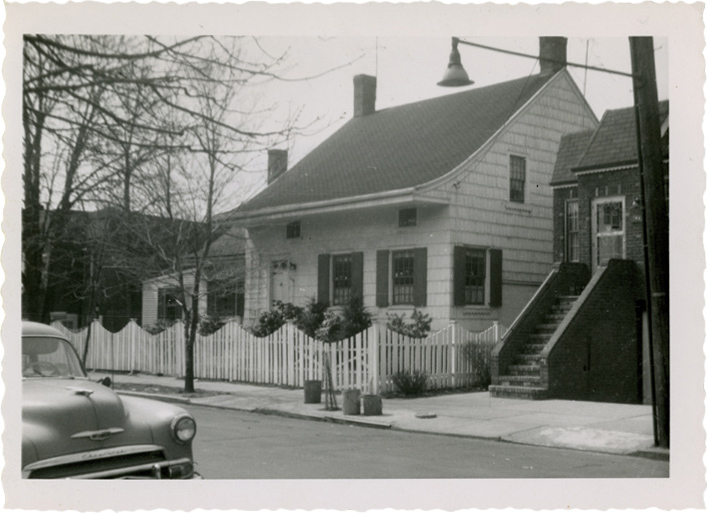 [John Baxter house]. Harriet Stryker-Rodda. ca. 1945. Brooklyn photograph and illustration collection. V1973.5.2373. Brooklyn Historical Society.
